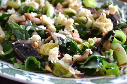 spinach salad with leeks and mushrooms