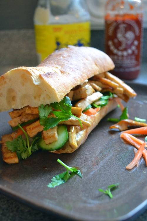 <b>Vegetarian</b> bánh mì <b>sandwich</b>