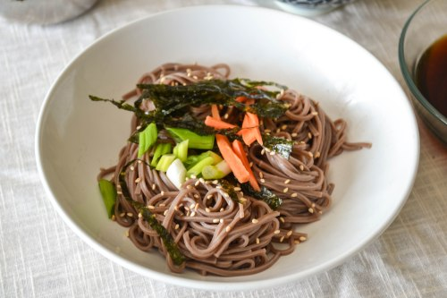 cold soba noodles with toppings