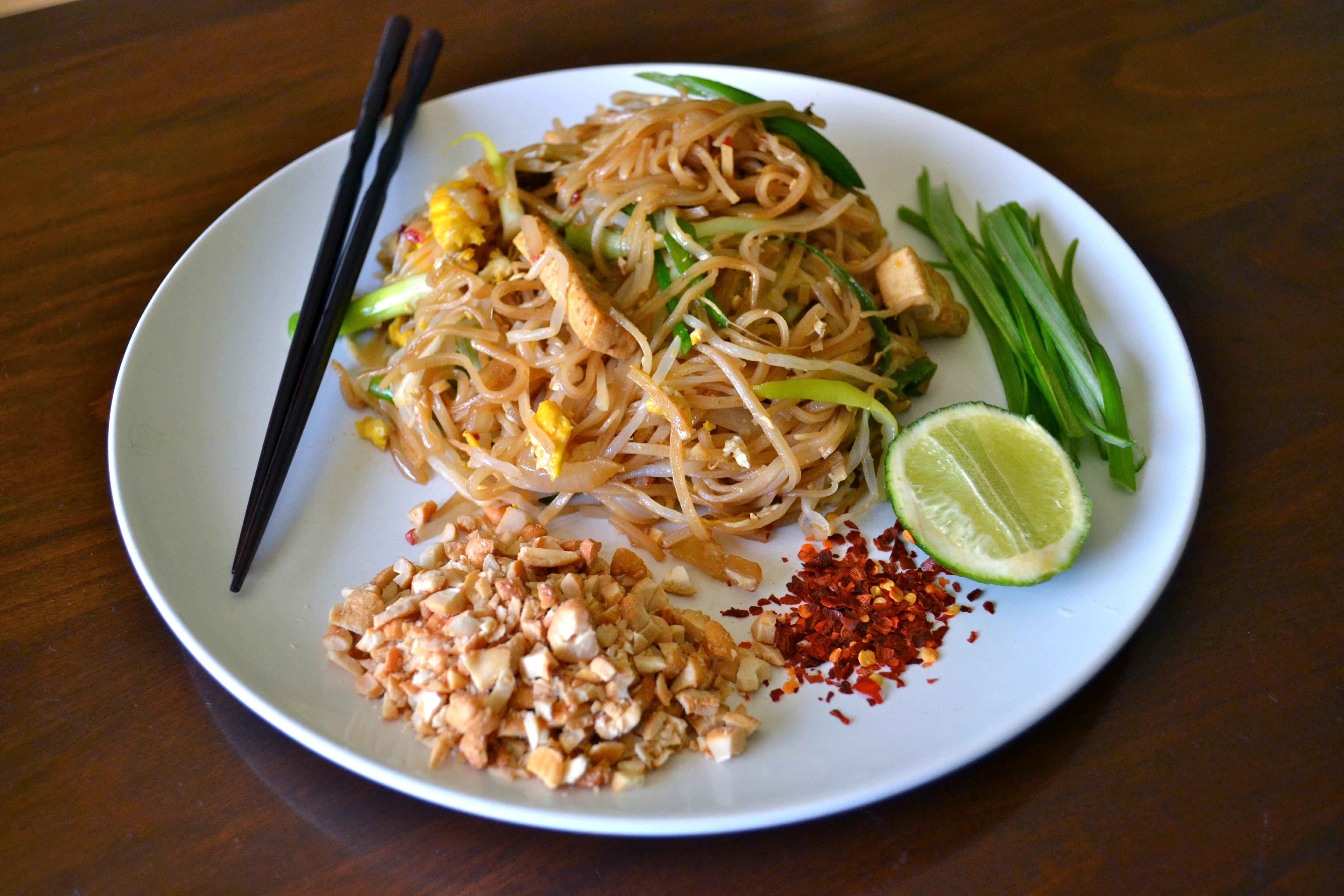 banh pho , tamarind , tofu , Vegetarian pad thai , vegetarian thai